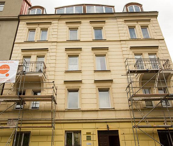 vyskove-prace-fasady-hydroizolace-balkonu-starokosirska-11-praha-5-nahled