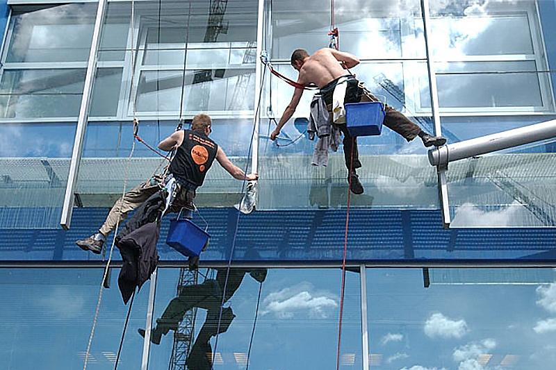 vyskove-prace-fasady-myti-okne-umyvani-cistni-sklenenych-fasad-o2-vyskocilova-1